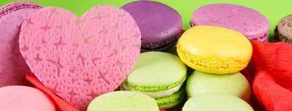 Fondo para todos los amantes, para el día de fiesta del día del ` s de la tarjeta del día de San Valentín del St, con un macaron  Fotos de archivo