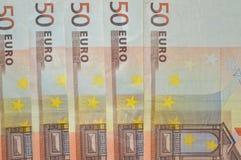 Fondo paralelo de cincuenta billetes de banco euro Imágenes de archivo libres de regalías