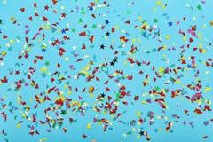 Fondo, partito, compleanno, pallone, coriandoli, vista blu, luminosa, variopinta, multicolore, superiore immagine stock