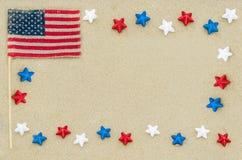 Fondo patriótico de los E.E.U.U. en la playa arenosa Fotos de archivo libres de regalías