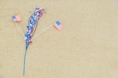 Fondo patriottico di U.S.A. sulla spiaggia sabbiosa Fotografie Stock