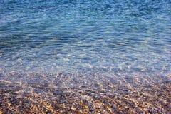Fondo perfettamente pulito e trasparente nel mare immagini stock