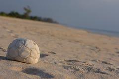 Fondo piacevole della spiaggia di tempo della palla Fotografie Stock Libere da Diritti