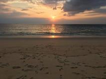 Fondo piacevole della spiaggia di tempo di tramonto Fotografie Stock Libere da Diritti