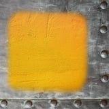 Fondo pintado amarillo de la frontera del marco metálico del espacio en blanco del muro de cemento Foto de archivo libre de regalías