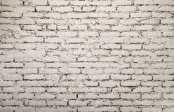 Fondo pintado viejo blanco de la pared de ladrillo del grunge Imágenes de archivo libres de regalías