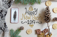 Fondo plano de la endecha de la Navidad y del Año Nuevo con el saludo de las letras de la mano Fotos de archivo