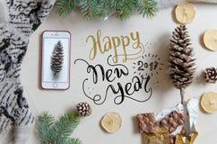 Fondo plano de la endecha de la Navidad y del Año Nuevo con el saludo de las letras de la mano Foto de archivo