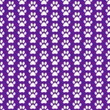 Fondo porpora e bianco di Paw Prints Tile Pattern Repeat del cane Fotografia Stock Libera da Diritti