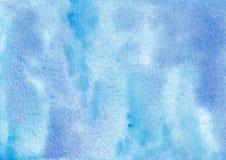 Fondo profundo del extracto del cielo azul de la acuarela exhausta de la mano imagenes de archivo