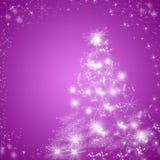 Fondo púrpura de tarjeta de felicitación de las vacaciones de invierno con el árbol de navidad Imagen de archivo libre de regalías