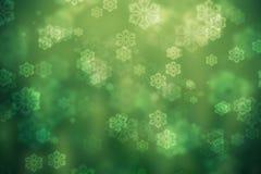 Fondo que brilla intensamente verde, con los copos de nieve Imágenes de archivo libres de regalías