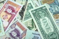 Fondo que consiste en aleatoriamente billetes de banco mezclados de Fotos de archivo