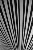 Fondo rayado blanco y negro imagen de archivo