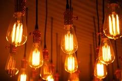 Fondo retro de la ejecución de la lámpara de la bombilla del modelo Fotos de archivo