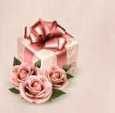Fondo retro del día de fiesta con las rosas y el regalo rosados   Fotos de archivo