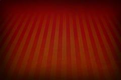 Fondo retro del rojo anaranjado con las fronteras descoloradas del grunge y efecto del resplandor solar de las rayas o diseño sua Fotografía de archivo