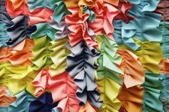 Fondo rizado colorido brillante de la tela Imágenes de archivo libres de regalías