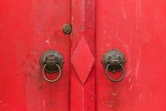 Fondo rojo chino antiguo de la puerta Imagen de archivo libre de regalías