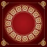 Fondo rojo con el marco floral de oro Fotos de archivo libres de regalías