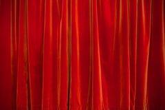 Fondo rojo de la cortina del teatro Fotos de archivo