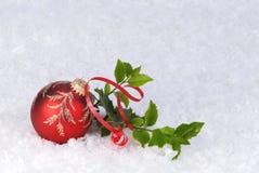 Fondo rojo de la tarjeta del ornamento de la Navidad Fotografía de archivo libre de regalías
