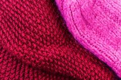 Fondo rojo de la textura de las lanas que hace punto Horizonta hecho punto colorido Fotografía de archivo libre de regalías