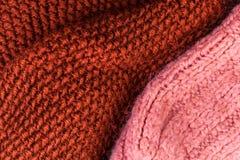 Fondo rojo de la textura de las lanas que hace punto Horizonta hecho punto colorido Imagen de archivo libre de regalías