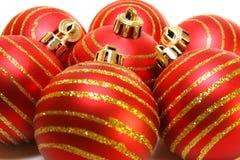 Fondo rojo de las bolas de la Navidad Foto de archivo