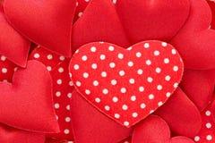 Fondo rojo de los corazones Imágenes de archivo libres de regalías