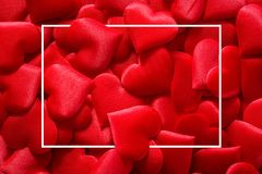Fondo rojo de los corazones con el marco cuadrado para día de San Valentín fotos de archivo libres de regalías
