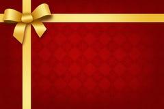 Fondo rojo festivo con la cinta y el arqueamiento del oro Imagen de archivo libre de regalías