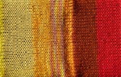 Fondo rojo y amarillo brillante de puntada de ganchillo Imagen de archivo libre de regalías
