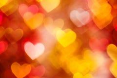 Fondo rojo y de oro de los corazones Imagenes de archivo