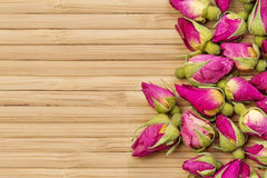 Fondo rosa dei fiori del tè immagine stock