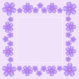 Fondo rosa delicato d'annata con le viole luminose Fotografie Stock Libere da Diritti