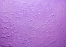 Fondo rosa dell'acquerello con i modelli sollevati Fotografia Stock