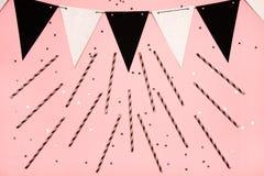 Fondo rosa festivo, disposizione piana Immagini Stock