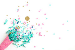 Fondo rosado de la celebración del confeti del azul y del oro Foto de archivo libre de regalías