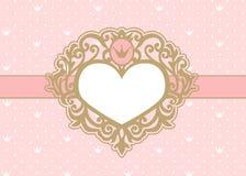Fondo rosado lindo con los lunares y la corona Marco de lujo de la foto del oro en la forma de un corazón Imagen de archivo