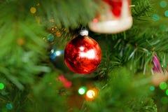 Fondo rosso degli ornamenti di Natale Fotografia Stock Libera da Diritti