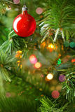 Fondo rosso degli ornamenti di Natale Fotografia Stock