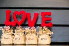 fondo rosso delle lettere di amore Fotografia Stock Libera da Diritti