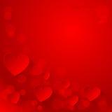 Fondo rosso di giorno di biglietti di S. Valentino con i cuori di carta. Immagine Stock
