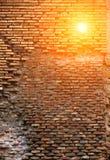 Fondo rosso di lerciume di struttura del muro di mattoni Immagine Stock