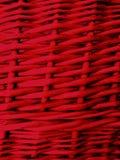 Fondo rosso di Wickered dai ramoscelli del withy Fine in su immagini stock