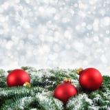 Fondo rosso, verde e d'argento di Natale Immagini Stock Libere da Diritti