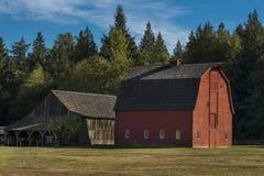 Fondo rurale del cielo del paesaggio di scena dell'azienda agricola Immagini Stock Libere da Diritti