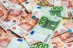 Fondo ruso y euro de los billetes de banco Imagen de archivo libre de regalías