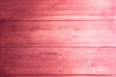 Fondo rustico textura de madera en color rosa rojo violeta lila y blanco. Rustic background wooden texture in violet pink and red colors with white royalty free stock photography